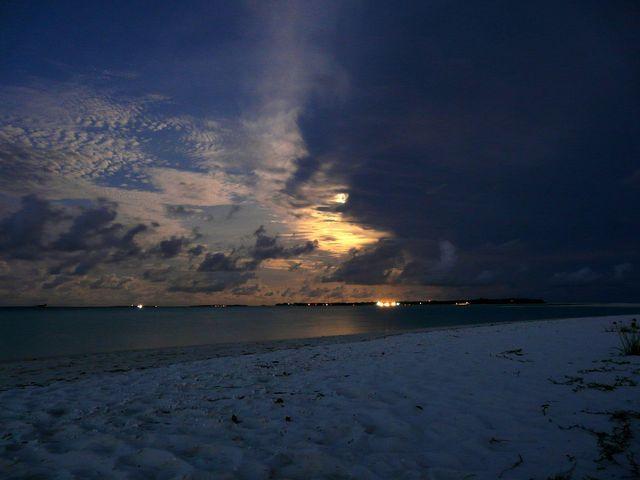 Мальдивы огненный закат острова море океан