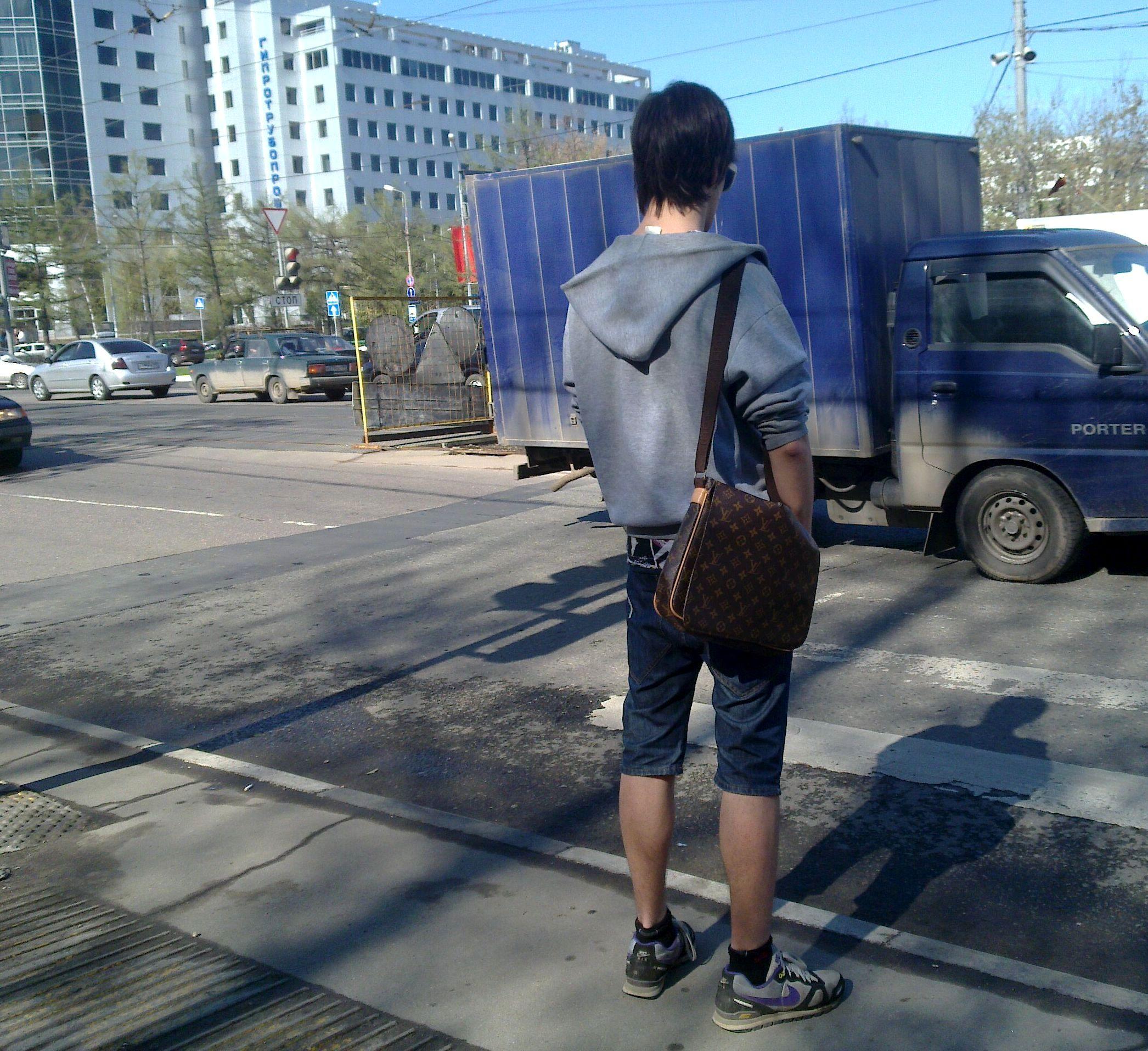 шорты джинсы сумка луи вуитон кроссовки найк nike louis vuitton кофта эмо прическа